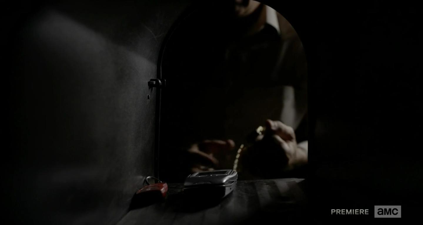S01E01-Mailbox